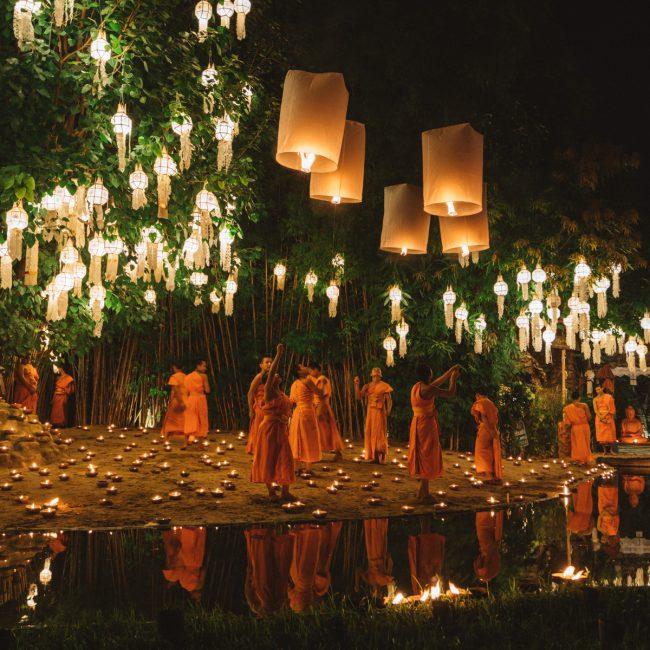 Yee Peng Festival in Chiang Mai, Monks and lanterns [David Tan]